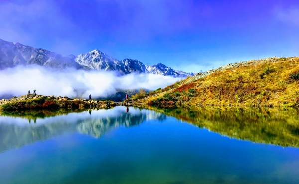 八方池と水面に映る白馬三山